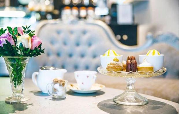 tea-drinkers-travel-beautiful-accommodation-Rochelle-Adonis